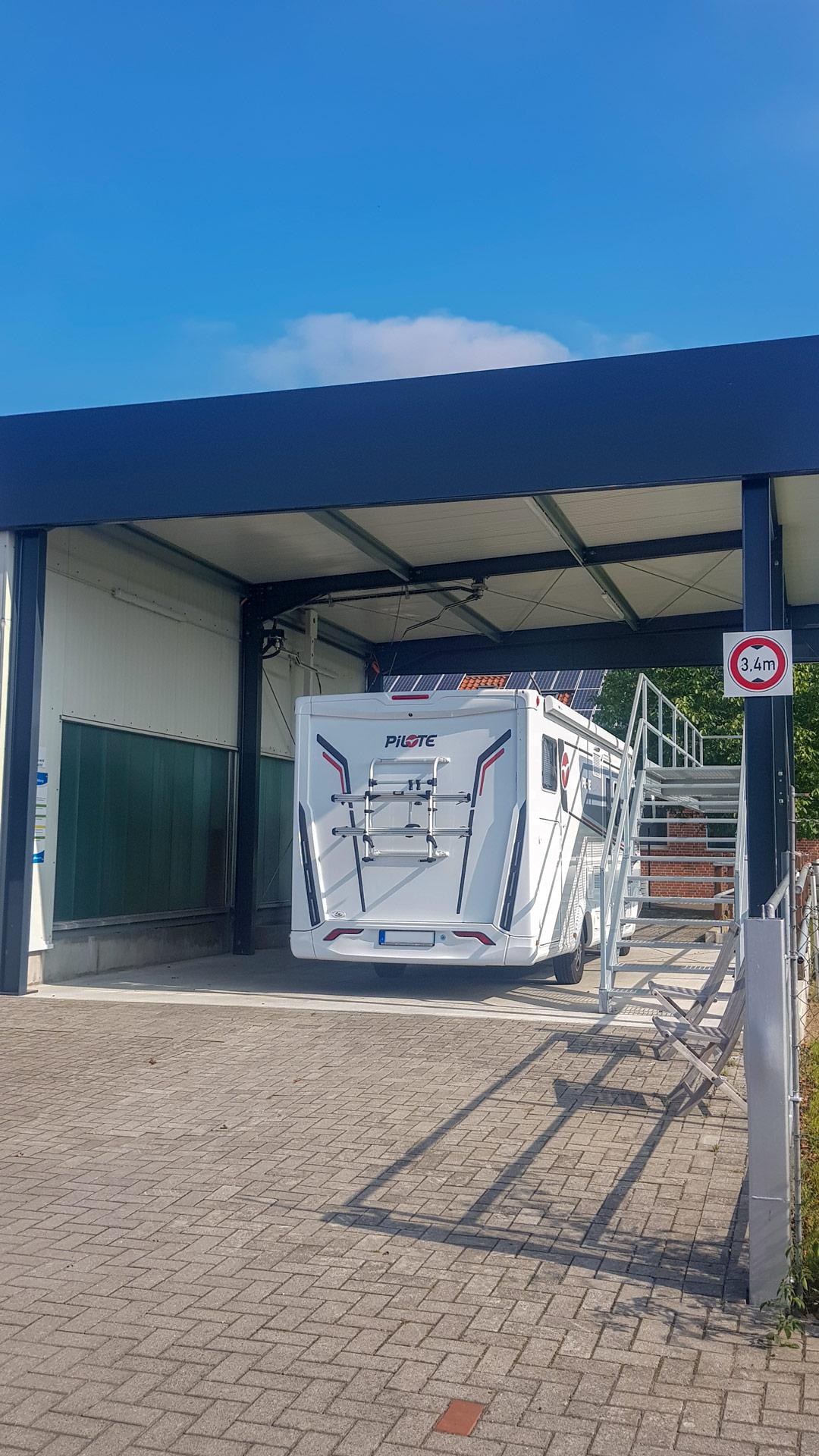 Neu –  überdachter SB-Waschplatz mit fester Bühne